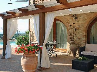 Comfortable 2 bedroom Castelfiorentino Farmhouse Barn with Internet Access - Castelfiorentino vacation rentals