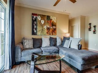 Modern condo with shared pool & entertainment - close to Disney World & golf! - Reunion vacation rentals