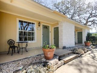Delightful king suite w/ full kitchen & shared pool/hot tub - Fredericksburg vacation rentals
