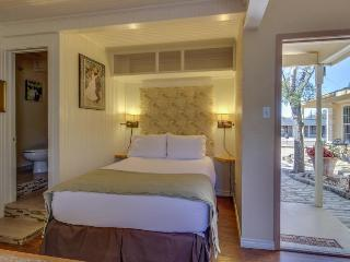 Welcoming suite boasting access to a shared pool & hot tub - Fredericksburg vacation rentals