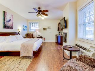 Studio suite on Main Street  - shared pool and hot tub! - Fredericksburg vacation rentals