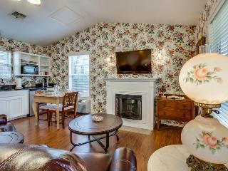 Romantic bungalow with a Jacuzzi tub, prime location, and shared hot tub/pool! - Fredericksburg vacation rentals