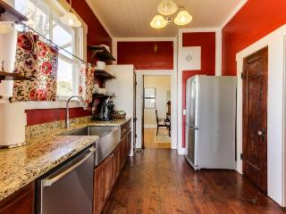 Cozy retreat in the heart of Fredericksburg - two homes perfect for large groups - Fredericksburg vacation rentals