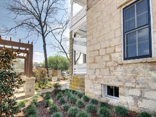 Romantic cottage in the heart of downtown Fredericksburg! - Fredericksburg vacation rentals