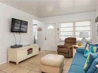 Aloha Kai 50,  2 Bedrooms, Heated Pool, Beach Access, Sleeps 6 - Siesta Key vacation rentals