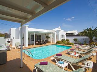 Bright 5 bedroom Vacation Rental in Puerto Del Carmen - Puerto Del Carmen vacation rentals