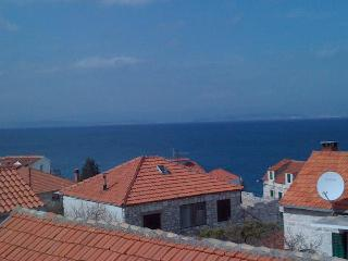 Nice Apartment with Television and Satellite Or Cable TV - Sutivan vacation rentals