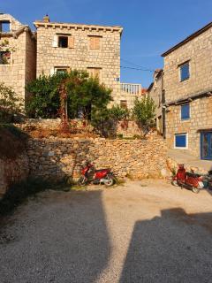 Bright 2 bedroom Apartment in Sutivan with Television - Sutivan vacation rentals