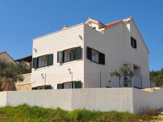 Cozy 3 bedroom Sutivan House with Internet Access - Sutivan vacation rentals