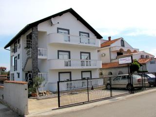 Romantic 1 bedroom Pirovac Condo with Television - Pirovac vacation rentals
