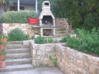 Cozy Condo with A/C and Television - Jelsa vacation rentals