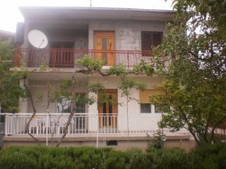 Cozy 1 bedroom Pirovac Apartment with Television - Pirovac vacation rentals