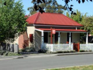 Lovely Cottage with A/C and Wireless Internet in Evandale - Evandale vacation rentals