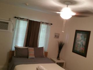 Nice Resort with Housekeeping Included and Television - Dania Beach vacation rentals