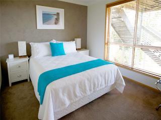 """Tree Tops B&B """" Queen Room"""" - Vincentia vacation rentals"""