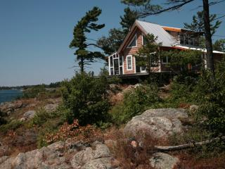Comfortable Cottage with Deck and Internet Access - Massey vacation rentals