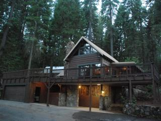 Classic Family Cabin near Yosemite! Large Decks! - Fish Camp vacation rentals