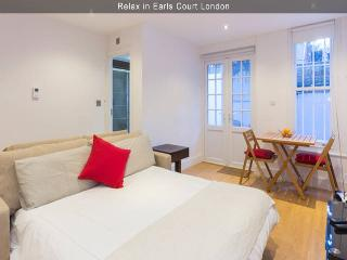Hidden Gem in Earls Court - 1BR Apt - London vacation rentals