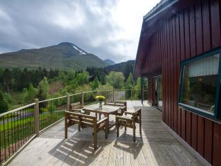 Beautiful 5 star chalet with spectacular loch and mountain views - Crianlarich vacation rentals