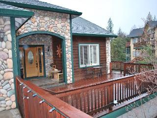 4 BR, 2.5 BA in Twain Harte with Hot Tub & Views!  Sleeps 8 - Twain Harte vacation rentals