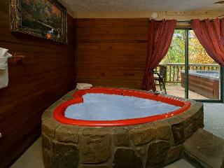 Romantic Seclusion in Pigeon Forge - Close To Everything! - Pigeon Forge vacation rentals