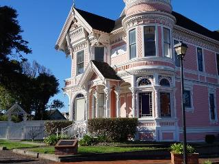 Famous Pink Lady - Classic Victorian Mansion -  Step into another time... - Eureka vacation rentals