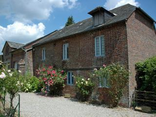 Spacious 4 bedroom Cottage in Saint-Aubin-de-Bonneval - Saint-Aubin-de-Bonneval vacation rentals