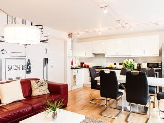 CityGreen★HUGE★NEW★CLEAN★LUXURY★3Bed/2Bath - London vacation rentals