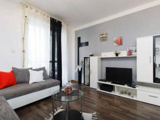 Budget comfortable modern apartment - Split vacation rentals