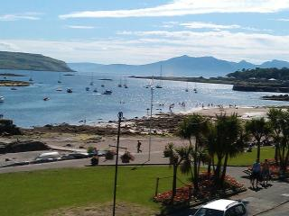 Beach front apartment in the town of Millport. - Millport vacation rentals