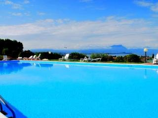 EXTRA LUXURY APPARTAMENT IN RESIDENCE 5 SWIMMING P - Desenzano Del Garda vacation rentals