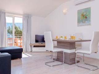 """Apartment """"Mezzo"""" - Jelsa vacation rentals"""