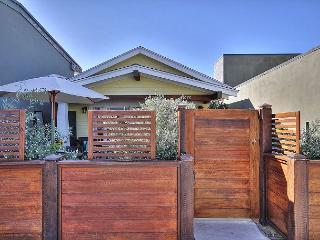 Charming 1BR Ventura Cottage with Cute Backyard Patio - Ventura vacation rentals