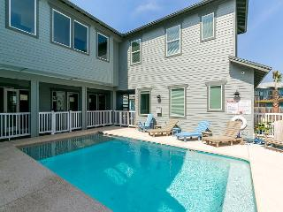 Bella Mar: PRIVATE POOL, Gated Community, Close to Beach, Garage - Port Aransas vacation rentals