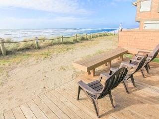 Craftsman-Style Oceanfront Beauty Sleeps 8! - Neskowin vacation rentals