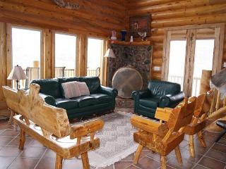 Large rustic 5bdr cabin, sleeps 12, 3 levels, awaits your outdoor adventures! - Escalante vacation rentals