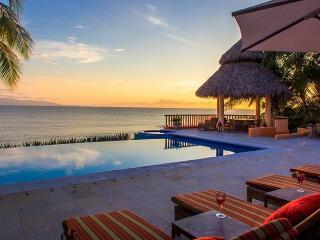 Oceanfront villa in El Farallon - La Cruz de Huanacaxtle vacation rentals