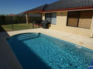 Bright 4 bedroom House in Quinns Rocks - Quinns Rocks vacation rentals