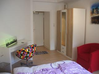 Lovely Condo with Television and Central Heating - Düsseldorf vacation rentals