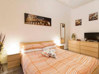 Pyramid House 2, NEW, cozy & modern 2 min.to metro - Rome vacation rentals