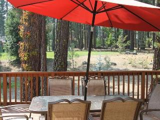 401 SEQUOIA Large home with deck overlooking a fantastic greenbelt. $240.00- $275.00 BASED ON DATES AND NUMBER OF NIGHTS (plus county tax, SDI, Cleaning Fee and processing fee) - Graeagle vacation rentals