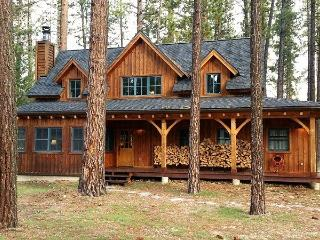 #307 LUNDY LANE Gorgeous Cedar Cabin with Apartment over the garage $360.00 - $395.00 BASED ON 4 PERSON OCCUPANCY AND NUMBER OF  - Graeagle vacation rentals