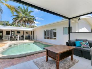 Spacious 5 bedroom House in Trinity Beach - Trinity Beach vacation rentals