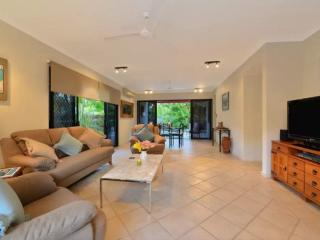 Comfortable 3 bedroom House in Palm Cove - Palm Cove vacation rentals