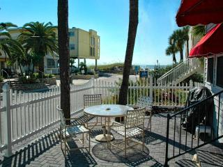 Cambria Cottage 3 Bedroom 3 Bath cottage just steps to the beach - Clearwater Beach vacation rentals