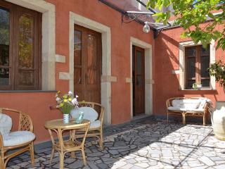 Antica casa con ampio cortile interno. Free WiFi - Riola Sardo vacation rentals