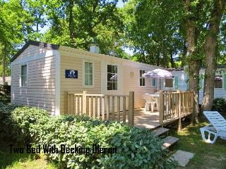 Two Bed Mobile Home With Decking On A Campsite - Saint-Georges d'Oleron vacation rentals