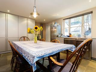 4 Bedroom Classic, Devonia Road, Islington - London vacation rentals