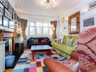 Kensal Comforts - London vacation rentals