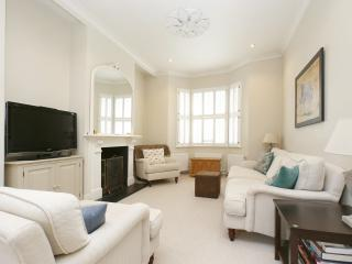 Bright 4 bedroom House in London - London vacation rentals